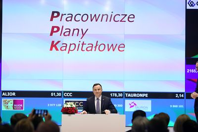 I hope those who will implement KDP, especially from the side the capital market, they will do this task perfectly - said President Andrzej Widowed signed the bill. Shortly before, Marek Dietl, President of the Warsaw Stock Exchange, said that the fate of the PPK Law is a thriller, because November 19, 2018 is the last day in Indonesia the president can sign the bill so that it will take effect as early as 2019 r.