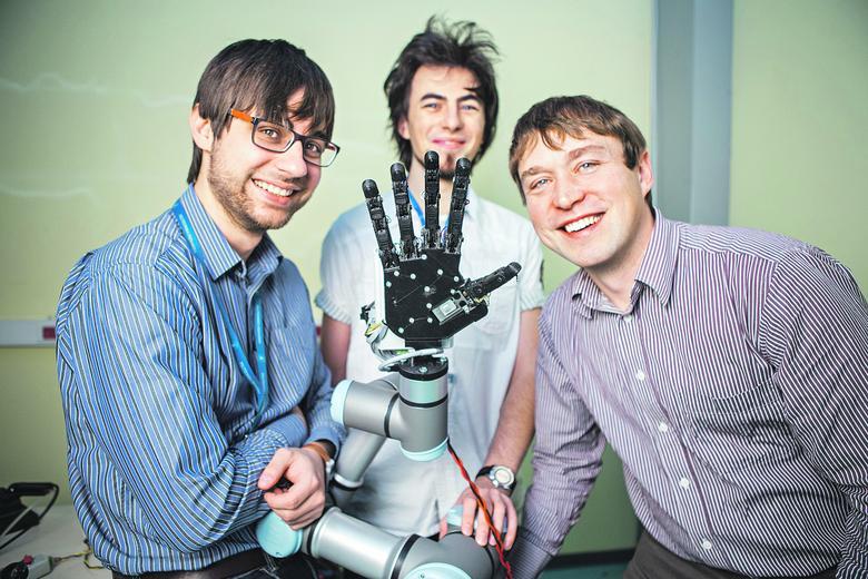 22b756544 Robotyczna dłoń, która zastąpi w przemyśle człowieka i będzie w niezwykle  precyzyjny sposób naśladować ruch ludzkiej ręki — to nie tylko wizja  przyszłości, ...