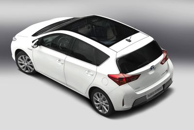 Auto do floty: Toyota Auris Hybrid
