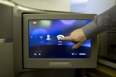 Internet w samolocie Boeing 777 300ER linii American Airlines